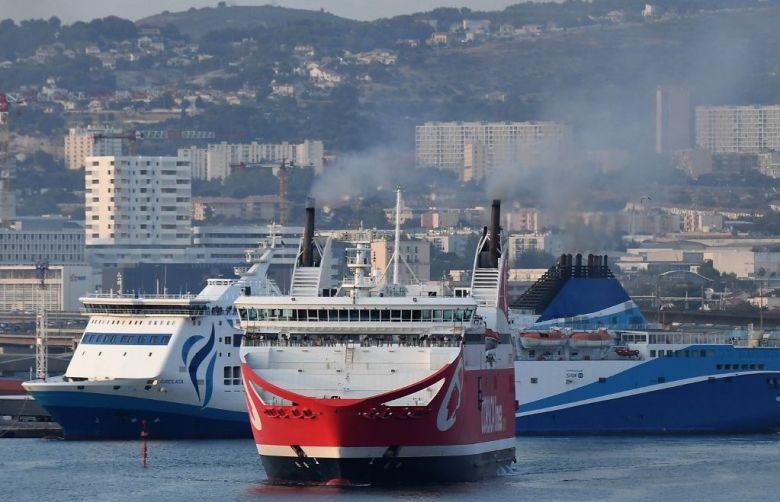 La Méridionale et Corsica Linea se croisent beaucoup moins dans les ports insulaires depuis le début de l'épidémie. / © Boris Horvat / AFP